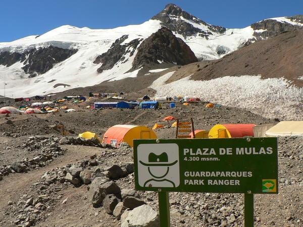 Base-Camp-plaza-de-mulas-0